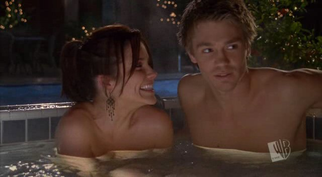 "Chad Michael Murray as Lucas Scott shirtless in One Tree Hill 1×11 ""The Living Years"""