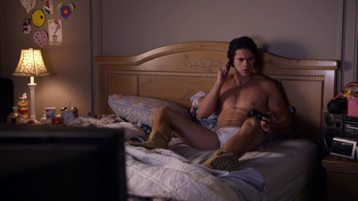 "Jayson Blair as Clay Clemmons shirtless in The New Normal 1×02 ""Sofa's Choice"""