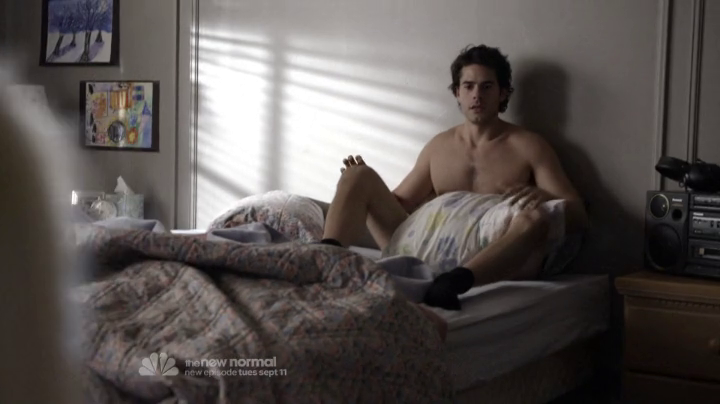 "Jayson Blair as Clay Clemmons shirtless in The New Normal 1×01 ""Pilot"""