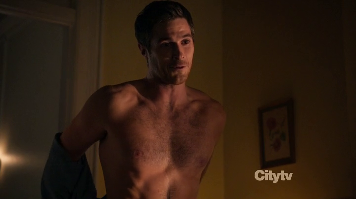 """Dave Annable as Henry Martin shirtless in 666 Park Avenue 1×01 """"Pilot"""""""