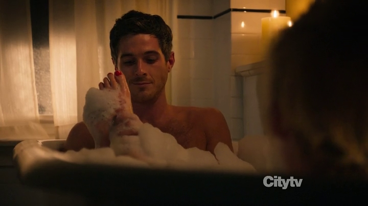 Dave Annable as Henry Martin shirtless in 666 Park Avenue ...