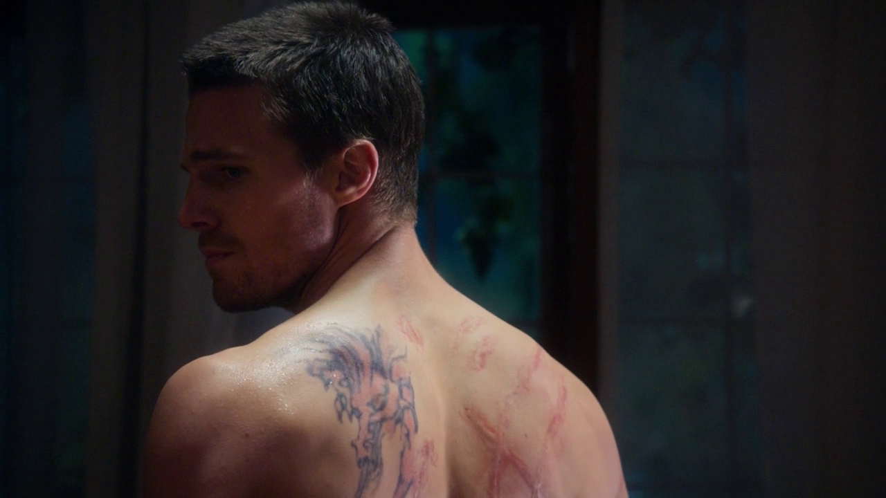 Stephen amell as oliver queen arrow shirtless in arrow 1 for David mccall tattoo