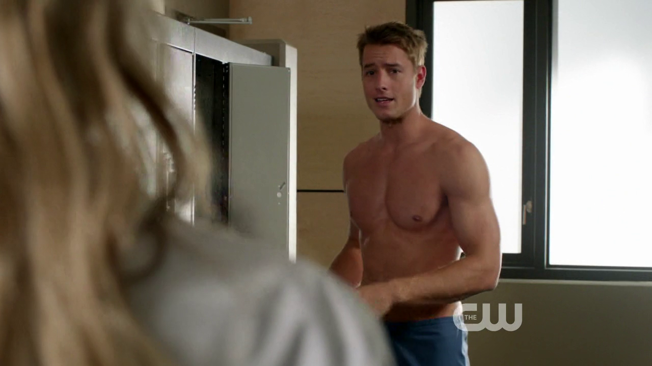 "Justin Hartley as Will Collins shirtless in Emily Owens, M.D. 1×03 ""Emily and… the Outbreak"""