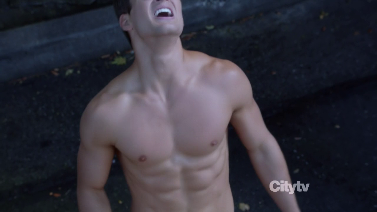 "Parker Young as Ryan Shay shirtless in Suburgatory 2×07 ""Krampus"""