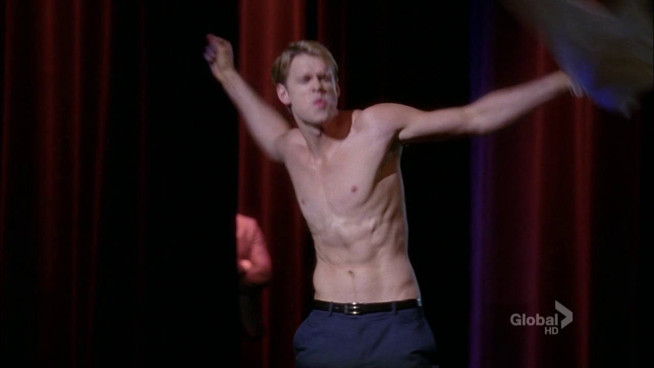 "Chord Overstreet as Sam Evans shirtless in Glee 4×03 ""Makeover"""