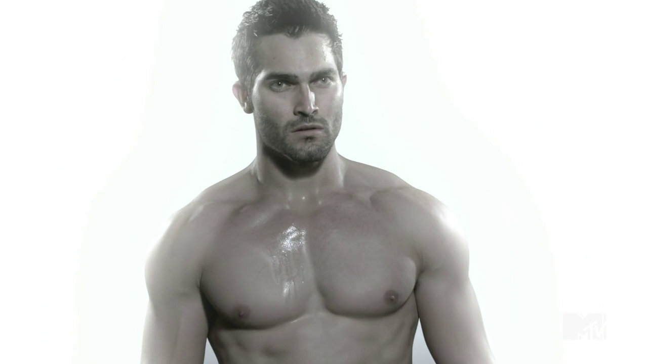"Tyler Hoechlin as Derek Hale shirtless in Teen Wolf 2×10 ""Fury"""