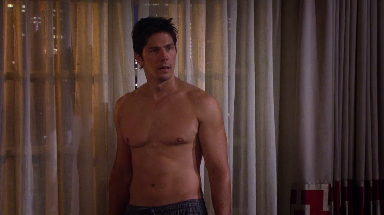 """Michael Trucco as Nick Podarutti shirtless in How I Met Your Mother 8×06 """"Splitsville"""""""