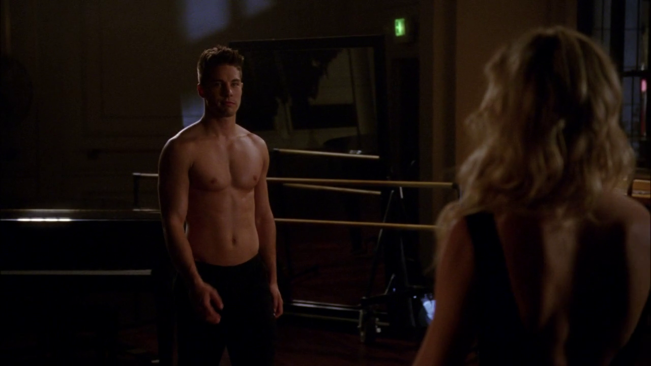"Dean Geyer as Brody Weston shirtless in Glee 4×06 ""Glease"""