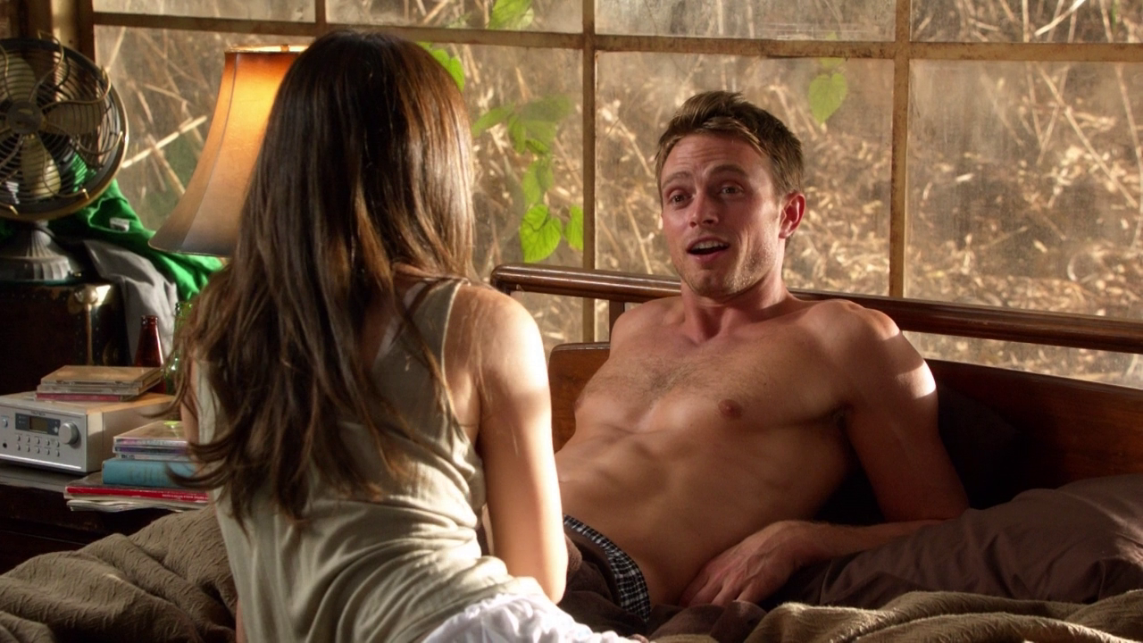 "Wilson Bethel as Wade Kinsella shirtless in Hart of Dixie 2×08 ""Achy Breaky Hearts"""