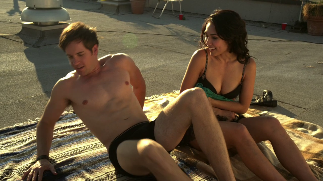 "Jonathan Patrick Moore as Connor Lake shirtless in The L.A. Complex 1×01 ""Down in LA"""