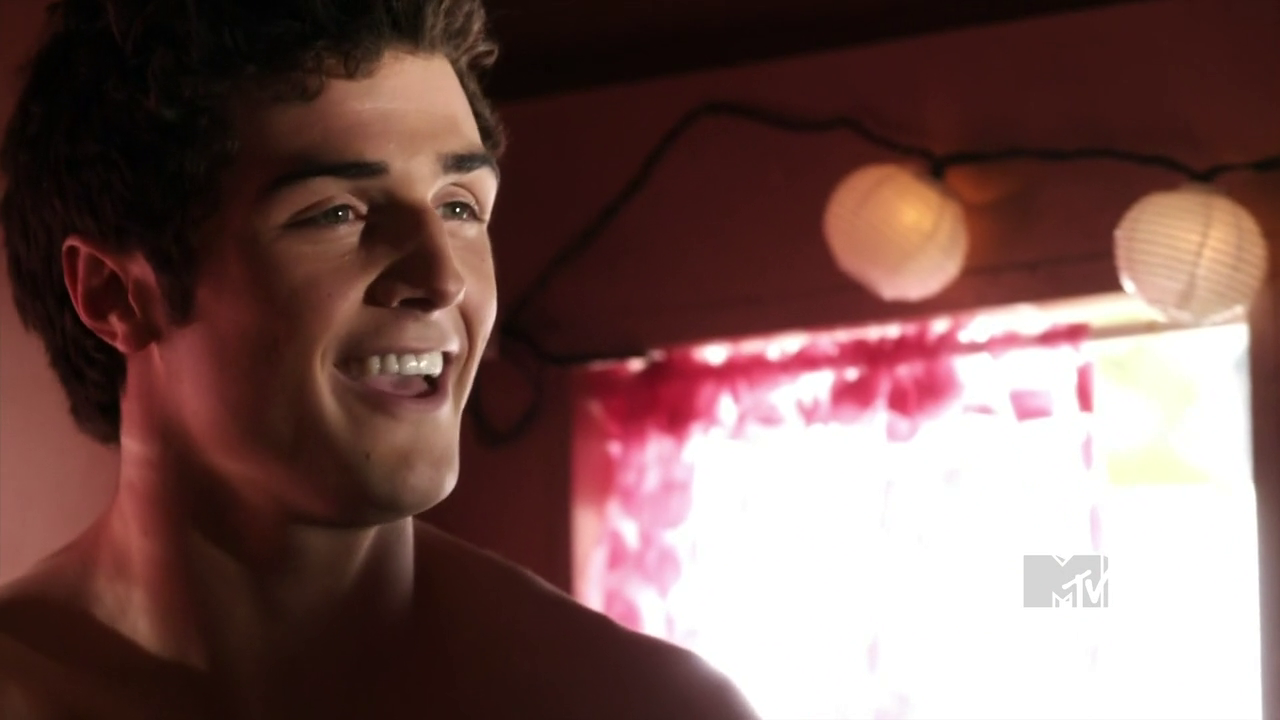 "Beau Mirchoff as Matty McKibben shirtless in Awkward 1×03 ""The Way We Weren't"""