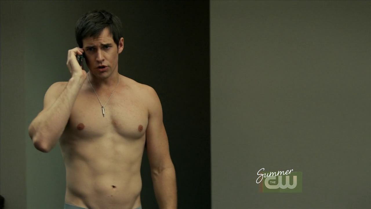 "Jonathan Patrick Moore as Connor Lake shirtless in The L.A. Complex 2×05 ""Taking The Day"""