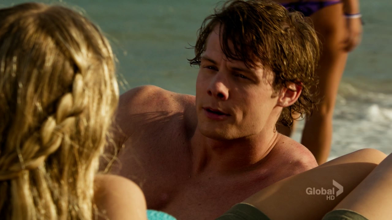 """Brandon Jones as Kevin Montgomery shirtless in The Finder 1×02 """"Bullets"""""""