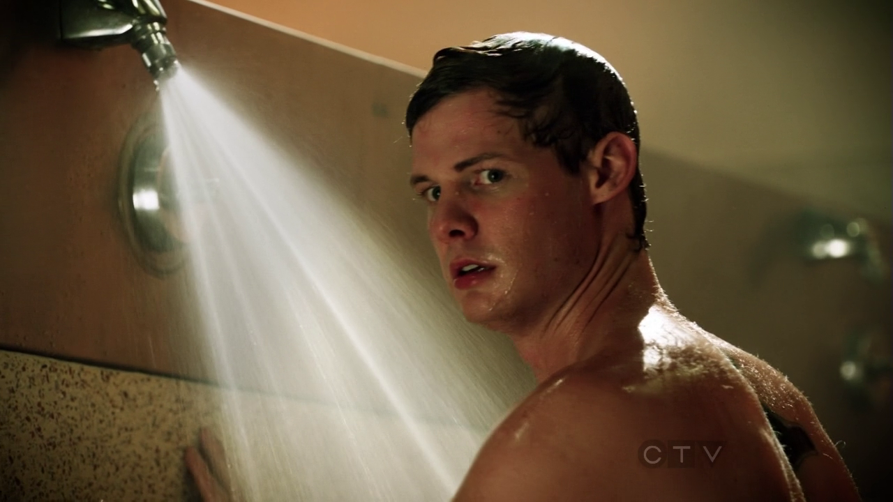 """Brandon Jones as Charlie Russell shirtless in CSI: Crime Scene Investigation 13×06 """"Pick and Roll"""""""