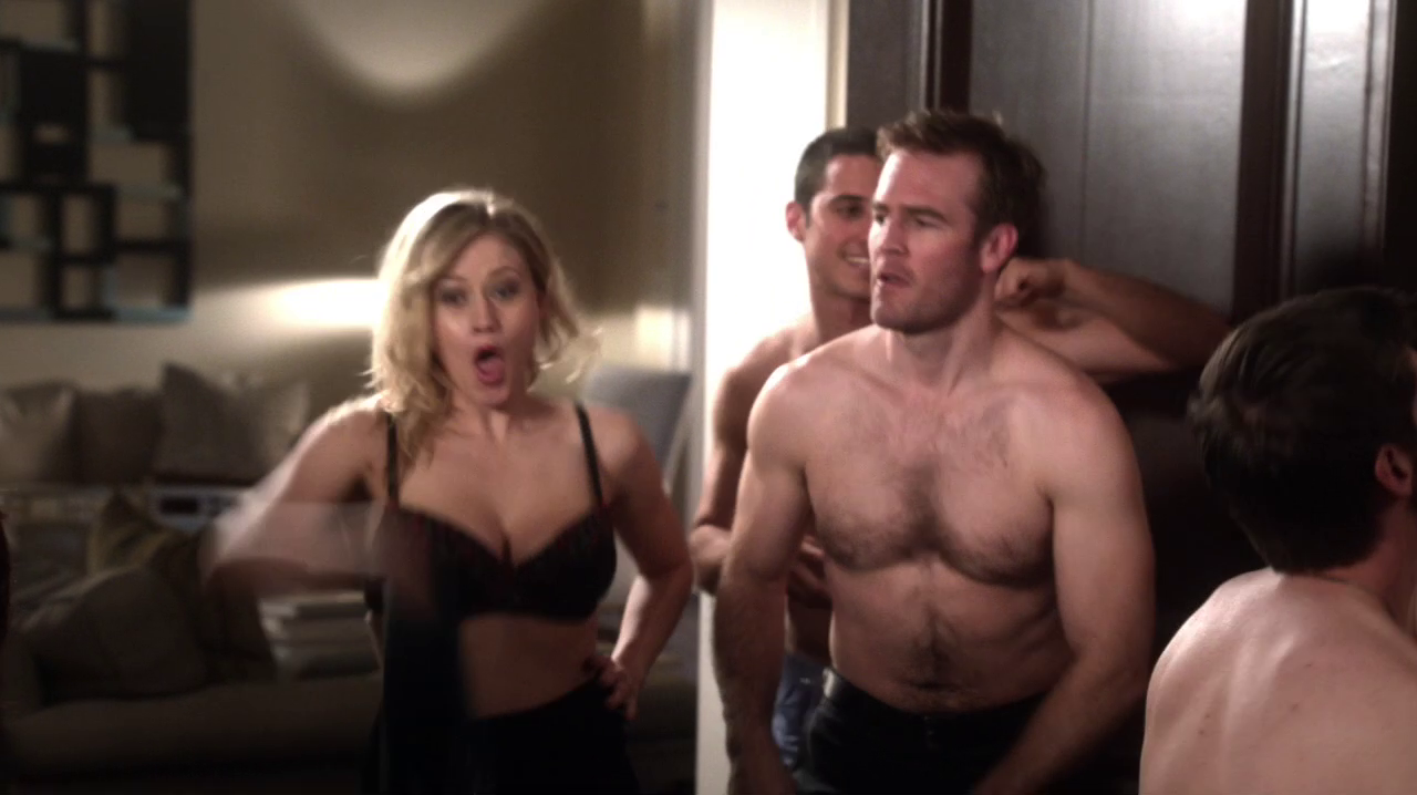 "James Van Der Beek as James Van Der Beek shirtless in Don't Trust the Bitch in Apartment 23 2×07 ""A Weekend in the Hamptons…"""