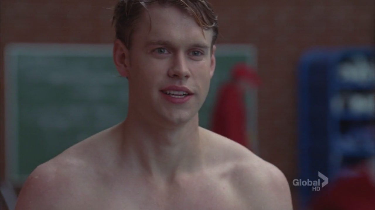 "Chord Overstreet as Sam Evans shirtless in Glee 3×10 ""Yes/No"""