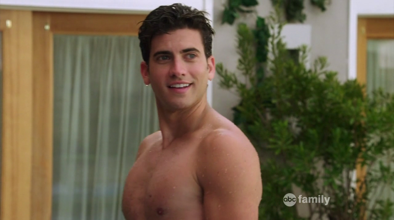 "Ryan Rottman as Jordon Lyle shirtless in The Lying Game 2×04 ""A Kiss Before Lying"""