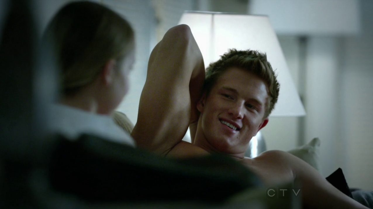"Anthony Konechny as Kevin West shirtless in Motive 1×02 ""Crimes of Passion"""