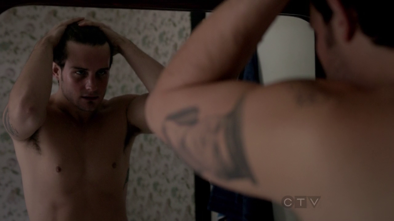 "Nico Tortorella as Jacob Wells/Will Wilson and Adan Canto as Paul Torres/Billy Thomas shirtless in The Following 1×05 ""The Siege"""
