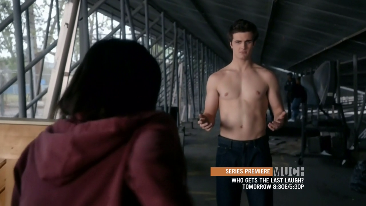 "Beau Mirchoff as Matty McKibben shirtless in Awkward 3×02 ""Responsibly Irresponsible"""