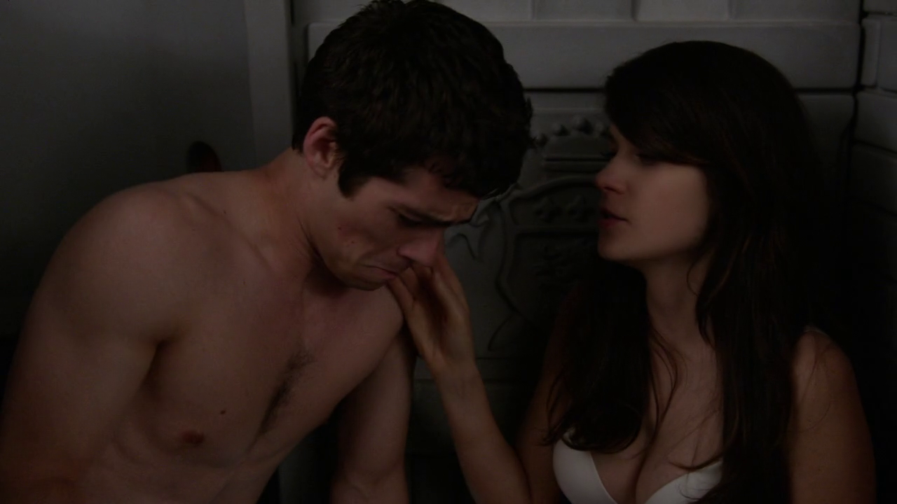 "Dylan O'Brien as The Guy shirtless in New Girl 2×23 ""Virgins"""