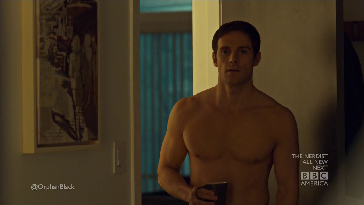 "Dylan Bruce as Paul Dierden shirtless/naked in Orphan Black 1×05 ""Conditions of Existence"""