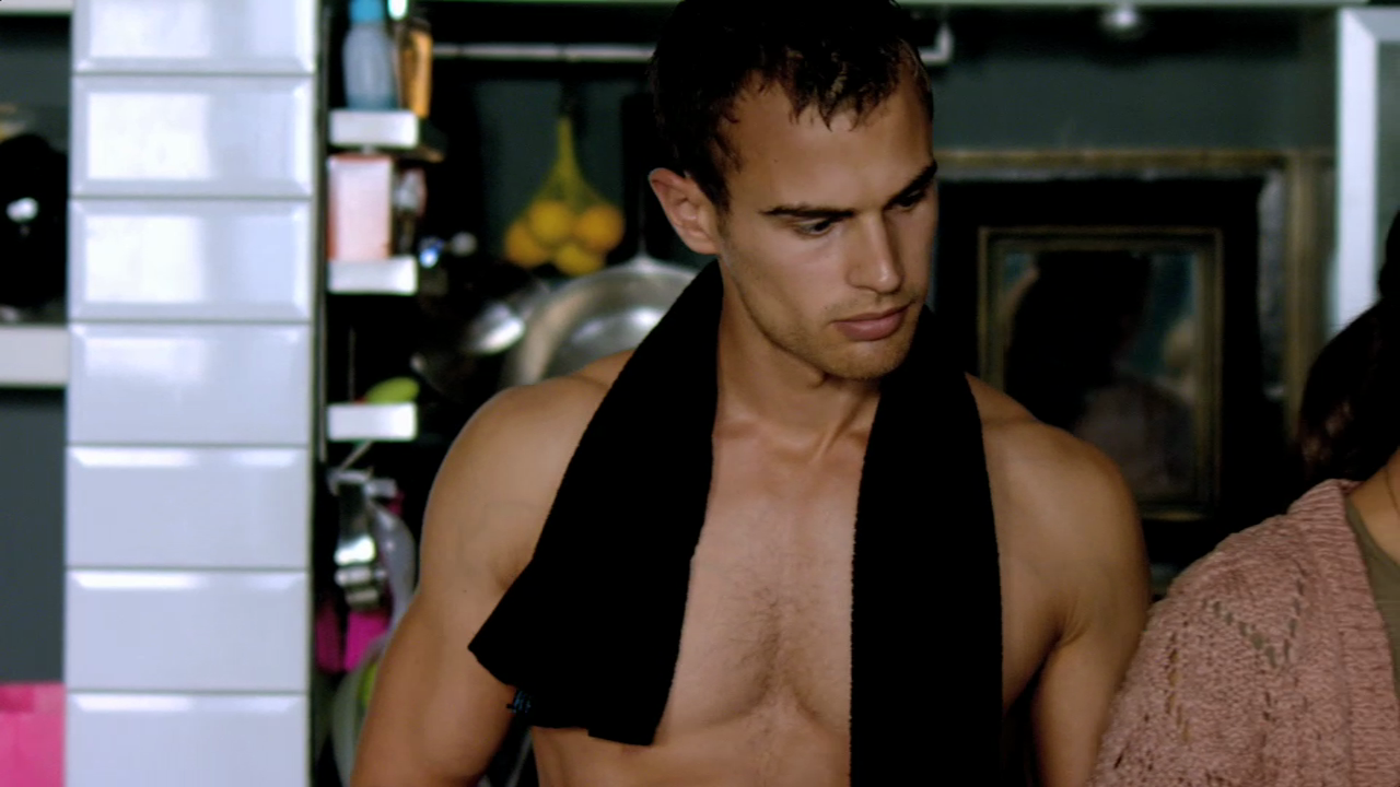 "Theo James as Jed Harper shirtless in Bedlam 1×01 ""Cohabitants"""