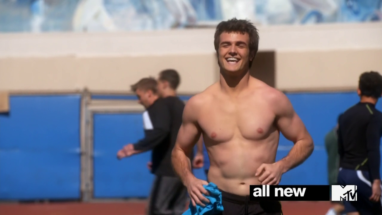 "Beau Mirchoff as Matty McKibeen shirtless in Awkward 3×08 ""Rubbed Raw and Reeling"""