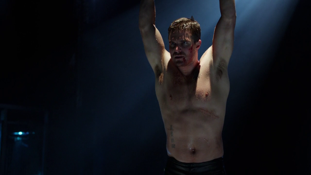 "Stephen Amell as Oliver Queen/Arrow shirtless in Arrow 1×23 ""Sacrifice"""