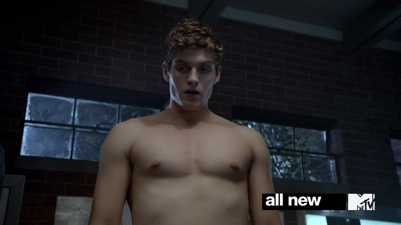 "Daniel Sharman as Isaac Lahey shirtless in Teen Wolf 3×02 ""Chaos Rising"""