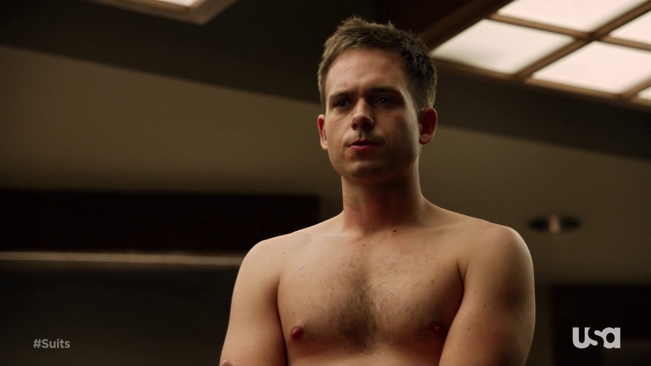 "Patrick J. Adams as Mike Ross and Rick Hoffman as Louis Marlowe Litt shirtless in Suits 3×02 ""I Want You to Want Me"""