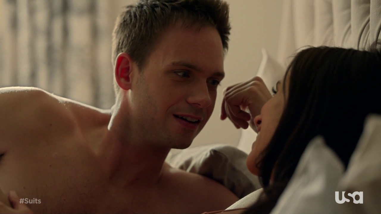 "Patrick J. Adams as Mike Ross shirtless in Suits 3×01 ""The Arrangement"""