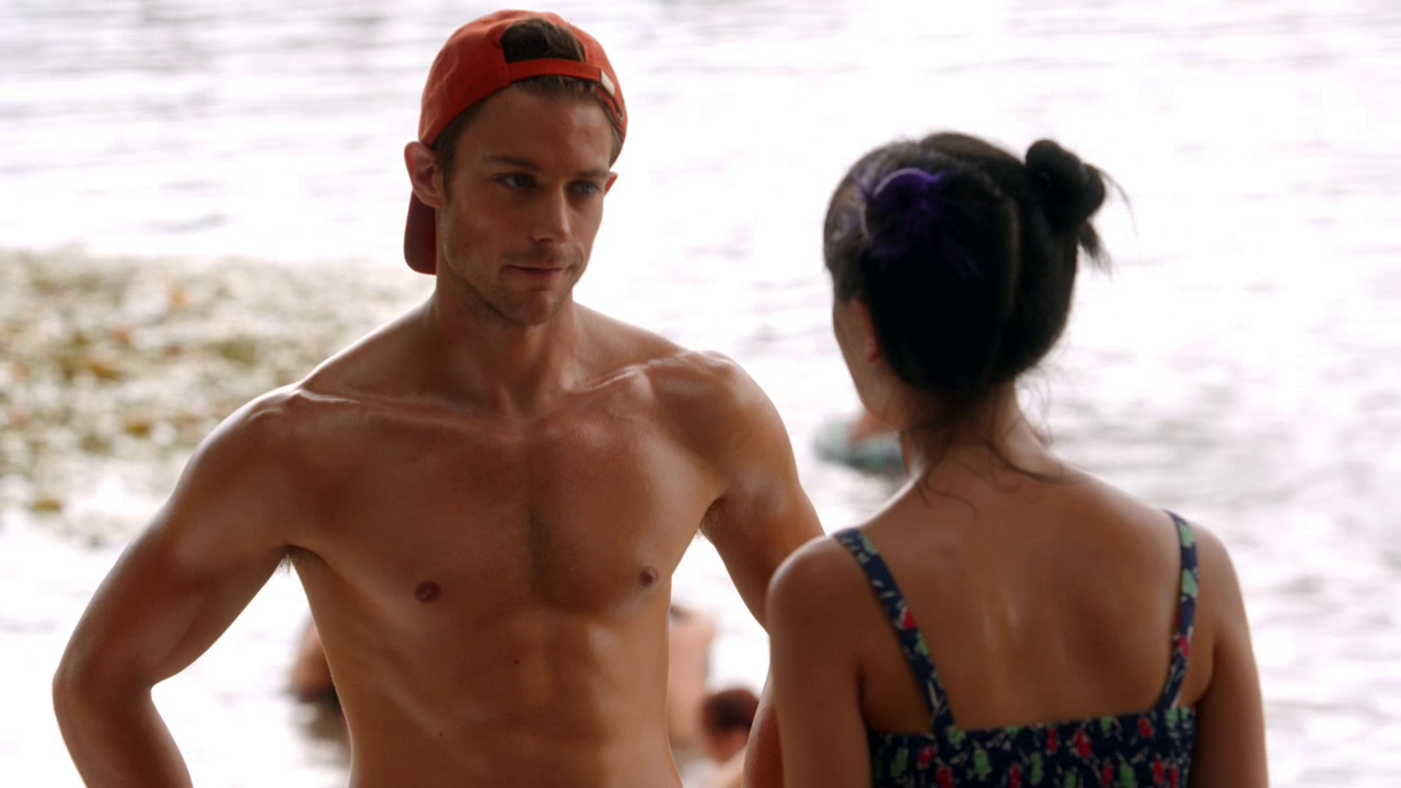 "Tim Pocock as Robbie Matthews shirtless in Camp 1×05 ""Heat Wave"""