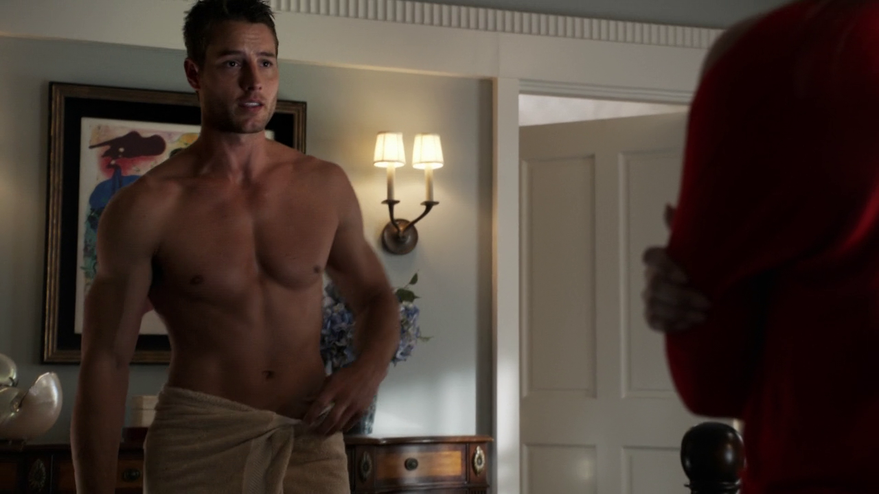 "Josh Bowman as Daniel Grayson and Justin Hartley as Patrick Osbourne shirtless in Revenge 3×01 ""Fear"""