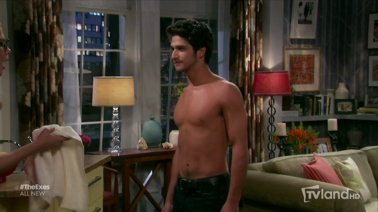 "Tyler Posey as Eric shirtless in The Exes 3×09 ""The Hand That Robs the Cradle"""