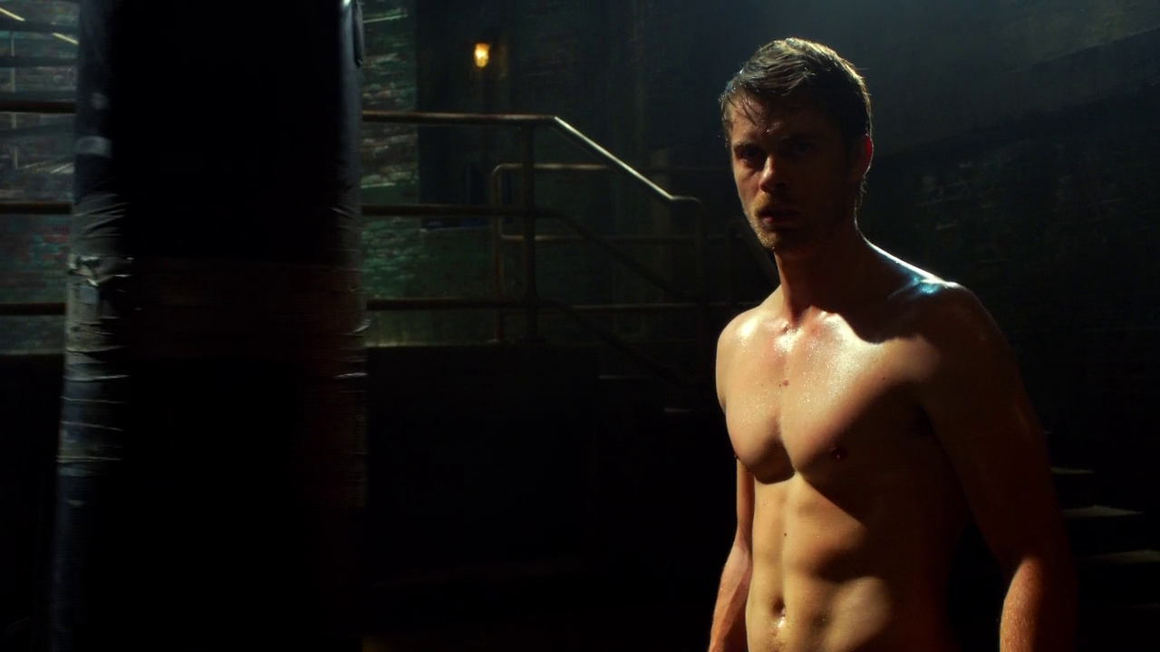 "Luke Mitchell as John Young shirtless in The Tomorrow People 1×04 ""Kill or Be Killed"""