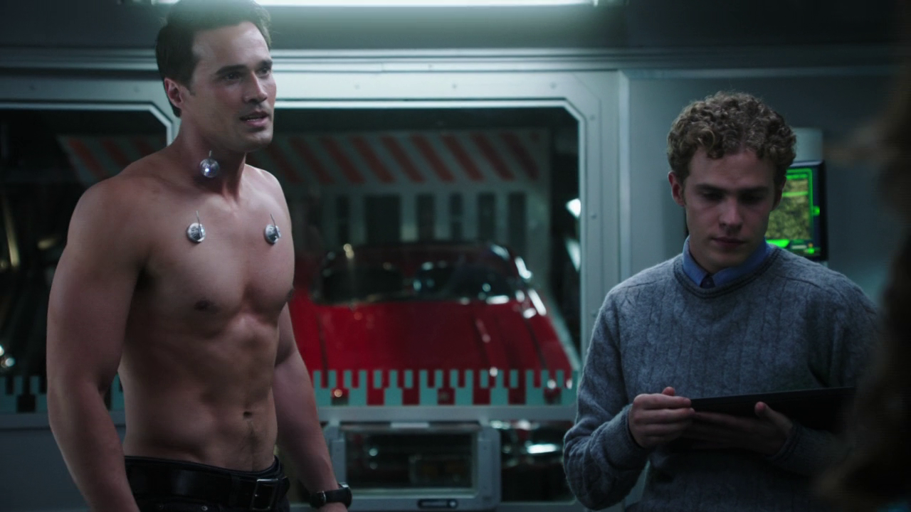"""Brett Dalton as Grant Ward shirtless in Agents of S.H.I.E.L.D 1×08 """"The Well"""""""