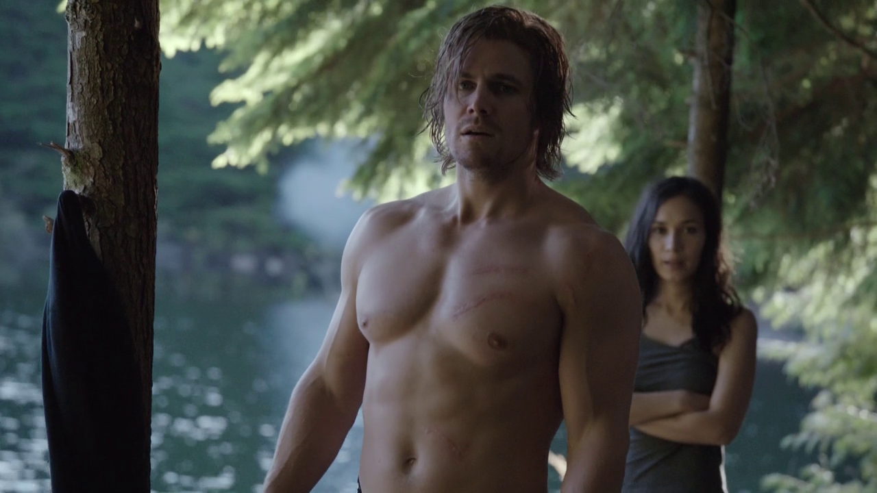 "Stephen Amell as Oliver Queen/Arrow shirtless in Arrow 2×02 ""Identity"""