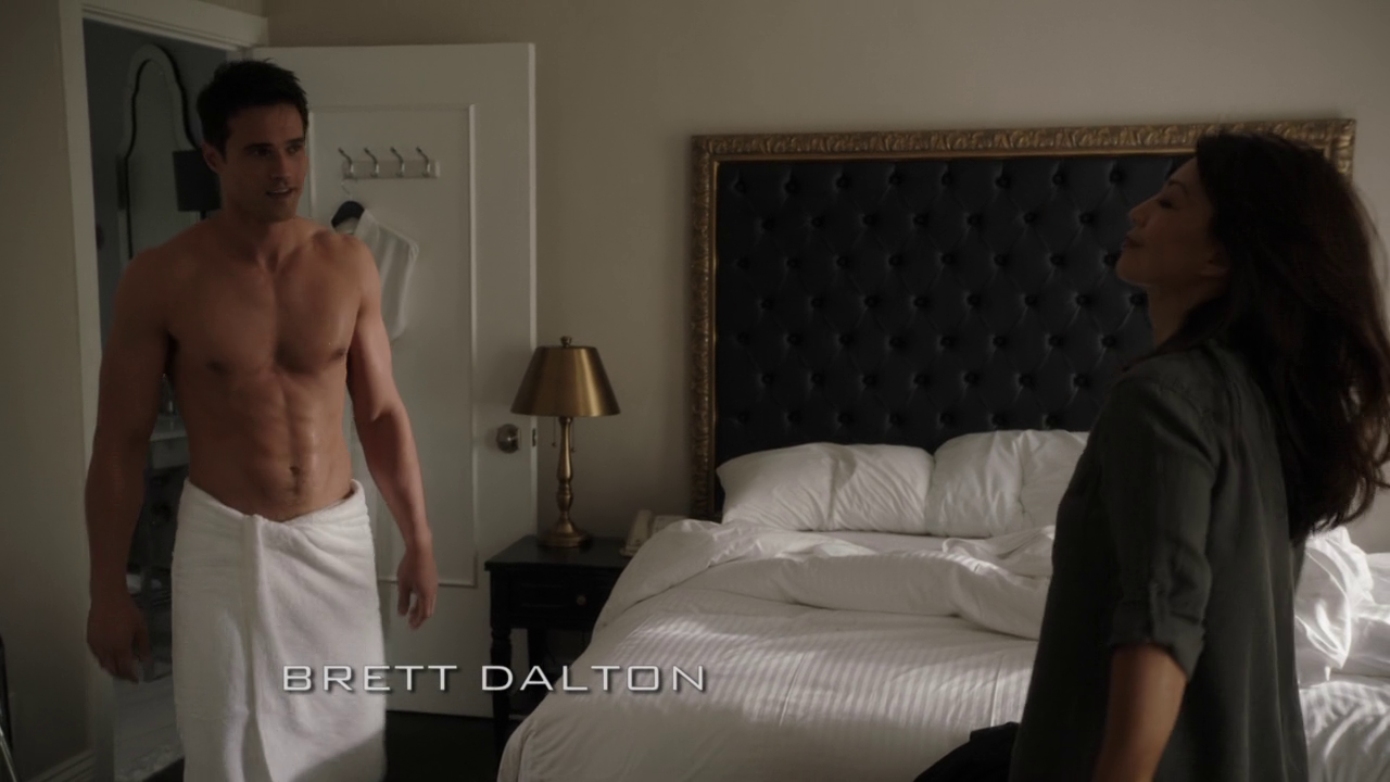 "Brett Dalton as Grant Ward shirtless in Agents of S.H.I.E.L.D 1×09 ""Repairs"""
