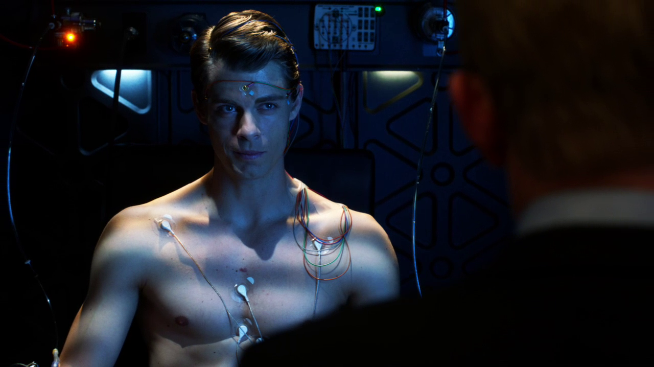 "Luke Mitchell as John Young shirtless in The Tomorrow People 1×08 ""Thanatos"""