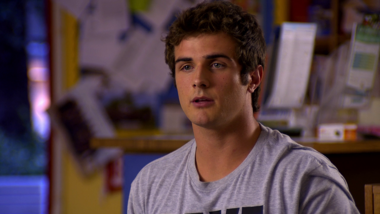 "Beau Mirchoff as Matty McKibben shirtless in Awkward 3×19 ""Karmic Relief"""