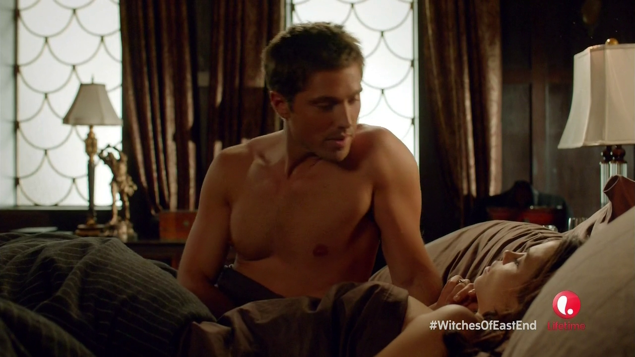 "Eric Winter as Dash Gardiner shirtless in Witches of East End 1×01 ""Pilot"""