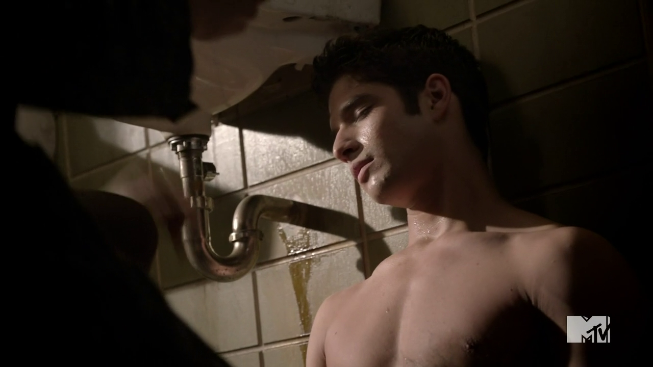"Tyler Posey as Scott McCall shirtless in Teen Wolf 3×05 ""Frayed"""