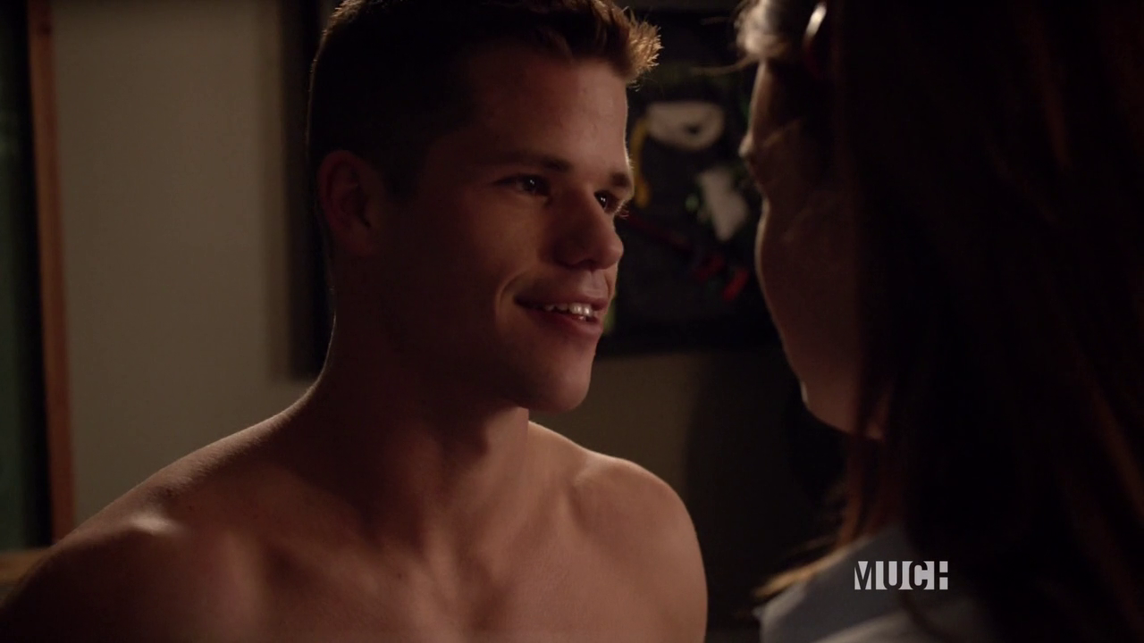 "Keahu Kahuanui as Danny Mahealani and Max Carver as Aidan shirtless in Teen Wolf 3×07 ""Currents"""