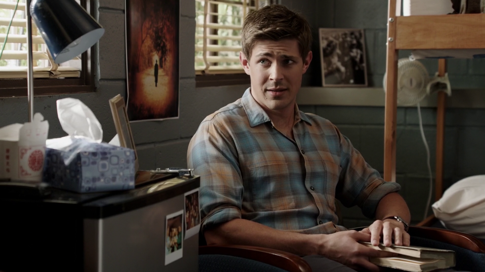 "Chris Lowell as Corporal Derrick Hill in Enlisted 1×03 ""Pete's Airstream"""