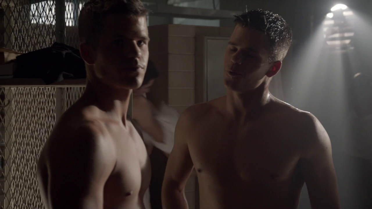 "Keahu Kahuanui as Danny Mahealani, Max Carver as Aidan and Charlie Carver as Ethan shirtless in Teen Wolf 3×16 ""Illuminated"""