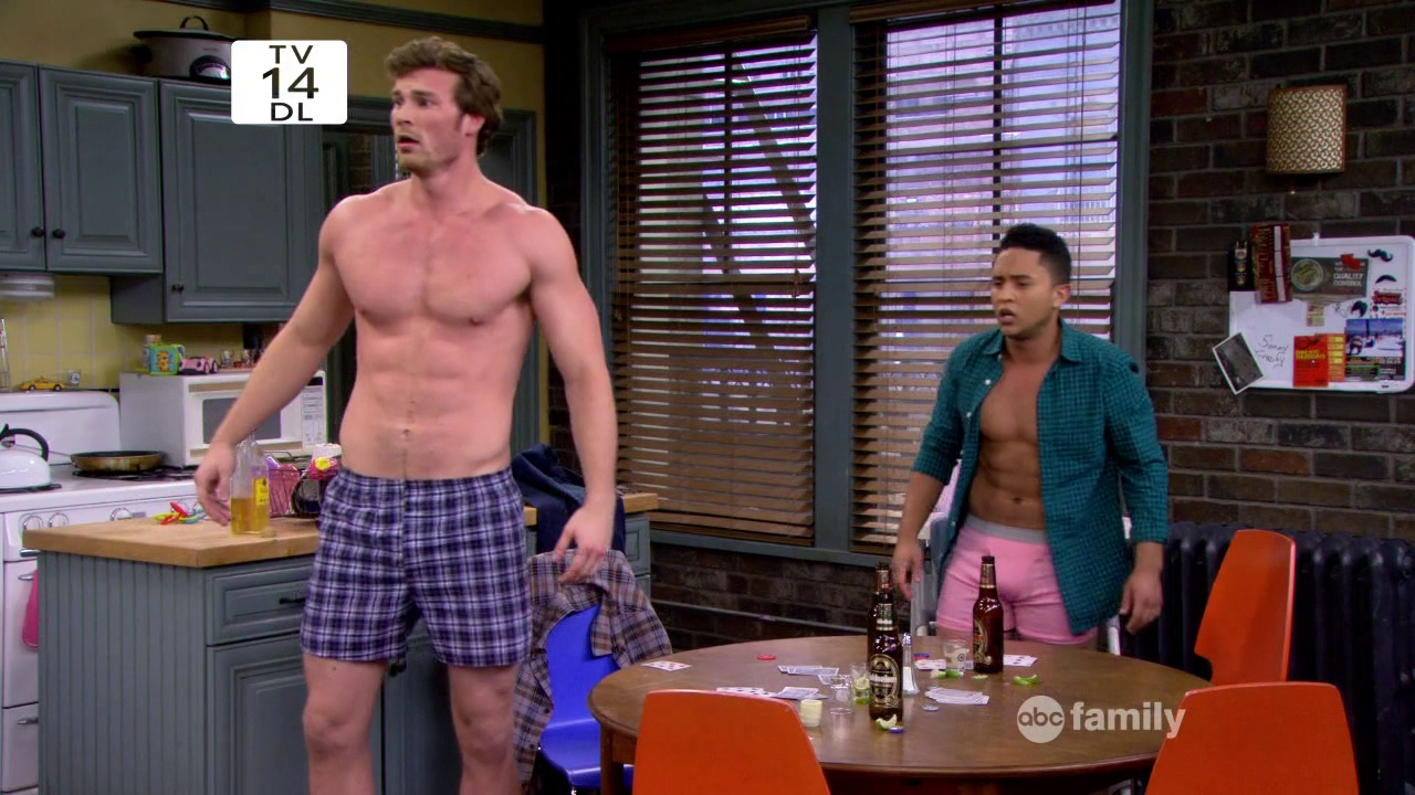 "Derek Theler as Danny Wheeler and Tahj Mowry as Tucker Dobbs shirtless in Baby Daddy 3×04 ""Bonnie's Unreal Estate"""