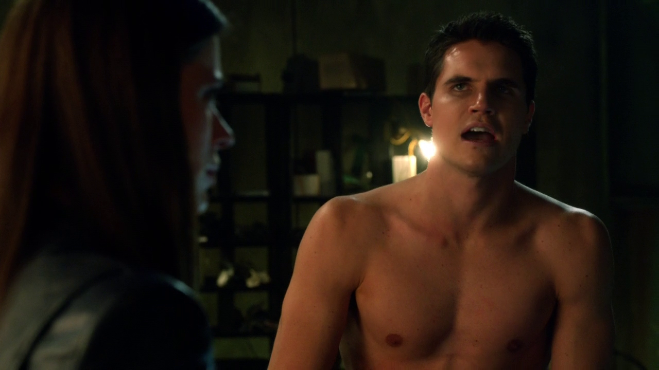 "Robbie Amell as Stephen Jameson shirtless in The Tomorrow People 1×10 ""The Citadel"""