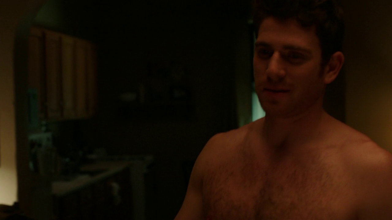 "Bryan Greenberg as Ben Epstein shirtless in How To Make It In America 2×01 ""I'm Good"""