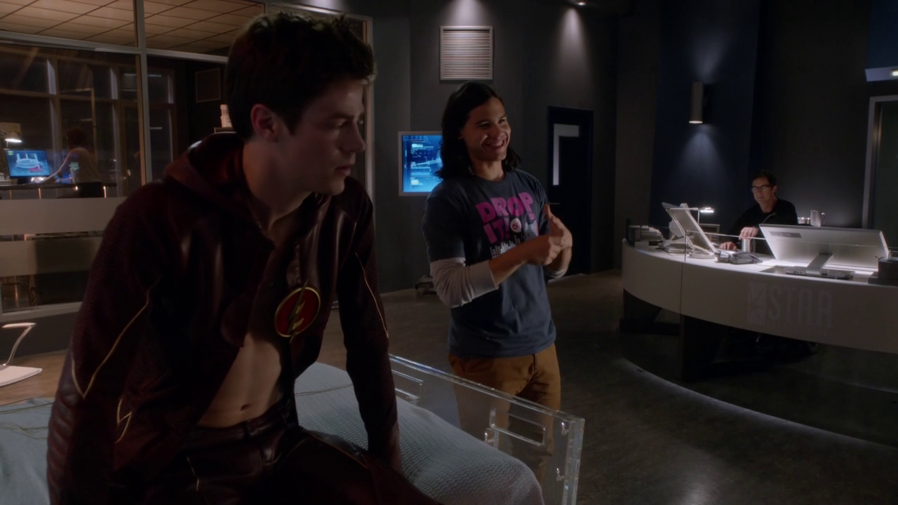 "Grant Gustin as Barry Allen/Flash semi-shirtless in The Flash 1×03 ""Things You Can't Outrun"""